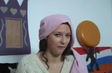A sufniban dugja meg az arab göndör tinit