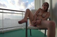 Tini Kata A Hajón Masztizik