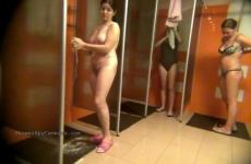 Rejtett Kamera Az Uszoda Zuhanyzóban