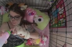 Szexi Szemüveges Tetovált Lány Kutyus Szerepben