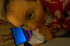 Candice Apukáját Szopja Köntösben És Pizsamában