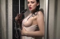 Nagy Cicis Német Tini Lány Zuhanyzik És Masztizik