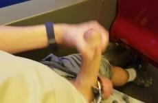Hollandiában a villamoson ülve verte ki a farkát a perverz
