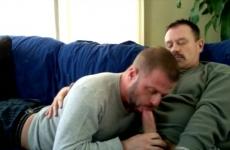 Meleg apuka leszopja barátja hetero farkát