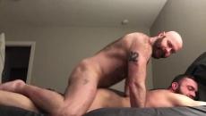 Compagno di stanza di aver fatto sesso con il calvo e barbuto uomini gay