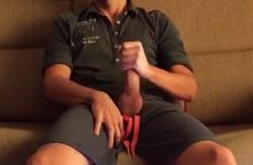 10 sperma a spruzzo sul divano in salotto
