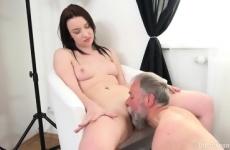 Apja szexelt a lányával a fotózáson
