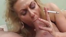 Perverz anyuka cigizés közben szopta le fia farkát szex videó