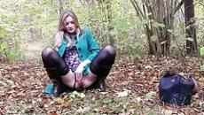 Titkárnő az erdőben maszturbált és pisilt egy jót