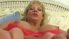 Ribanc kiéhezett anyuka minden héten szexel a fiával egy jót szex videó