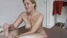 Nagymama kiveri és leszopja fia farkát szex videó