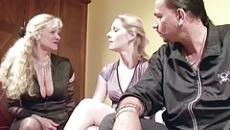 Családi szex videó anyával és lányával szex videó