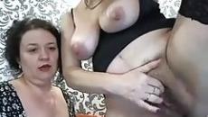 Leszbikus anyukák egymást öklözik szex videó