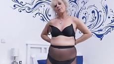 Ezt a videót küldte fiának a perverz anya szex videó
